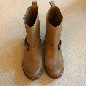 Gianni Bini light camel boot - size 7.5 worn once